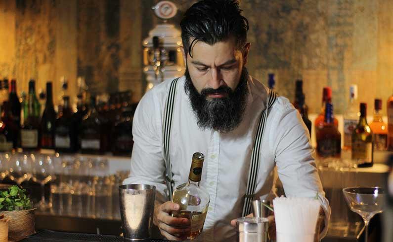 bartender-pearl-club